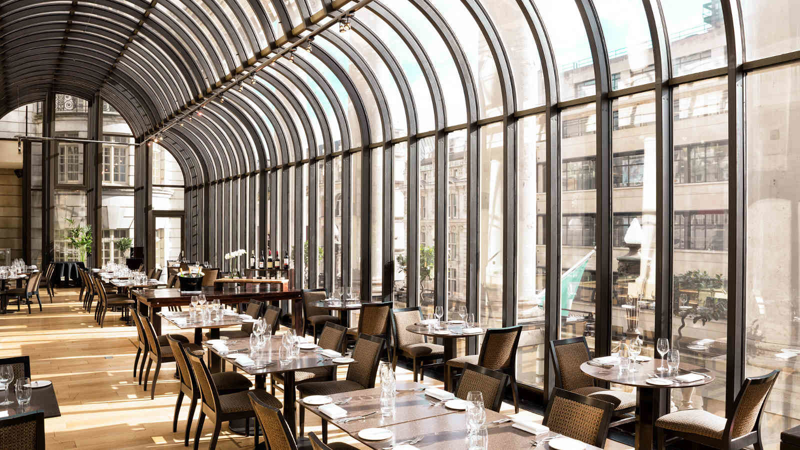 Bright & airy restaurant with stunning Piccadilly views